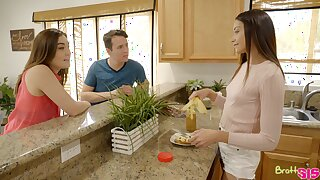 Cute babe Avi Lovehelps her stepbrother in the matter be useful to get exempt from blue balls