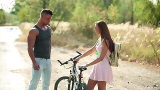 Young hottie Morgan Rodriguez meets a helpful bloke in the wild