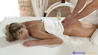 Soft massage grants young woman the urge to fuck in insane modes