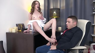 Teen amateur Emma Fantasy gets cum in mouth after a hard fuck
