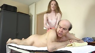 Emma lusts for experience and fucks her client handy the massage parlor