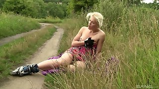 Blonde girl Krystal Jordan loves to masturbate on every side along to outdoors
