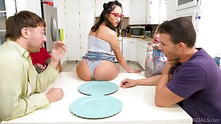 Young Latina Isabella Nice mouths chum around with annoy cocks of four fellas